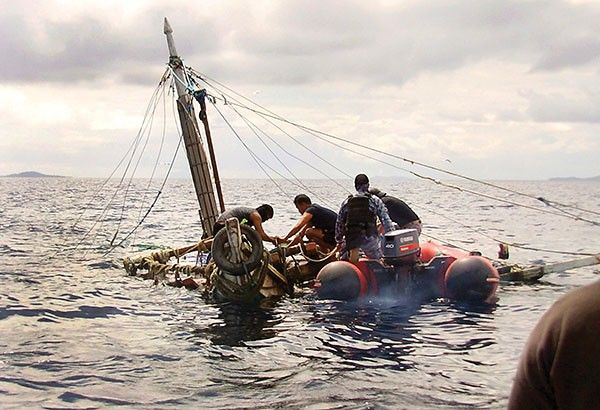 Philippine Coast Guard divers inspect an almost sunken fishing boat after recovering bodies of fishermen attacked by suspected pirates in waters off Zamboanga City on Jan. 11, 2016. STAR