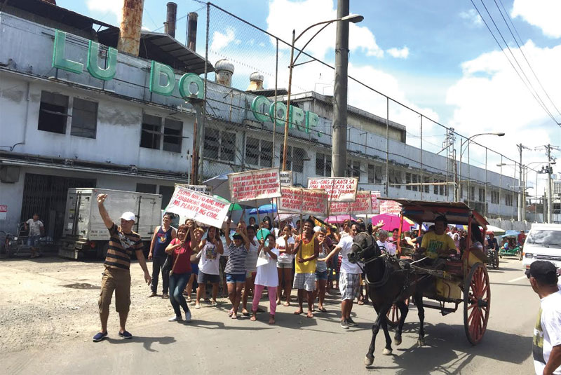 Some residents of Sawang Calero, Cebu City hit the street to show their support for the establishment of a coal-fired power plant in the area. They believe that the plant will provide jobs and constant supply of electricity. Paul Jun E. Rosaroso