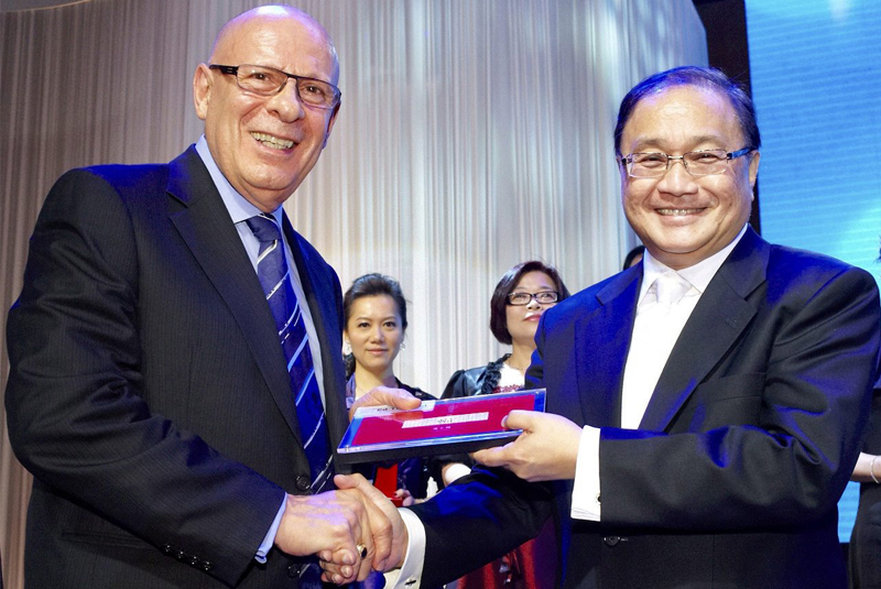 """Friends for nearly 30 years: Manuel """"Manny"""" V. Pangilinan (right), managing director of First Pacific Company Limited, and Edward """"Ed"""" A. Tortorici, executive director of First Pacific"""