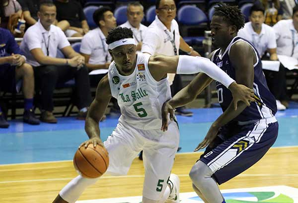La Salle' Abu Tratter tries to break away from the defense of National University's Issa Gaye. | Kriz-John Rosales