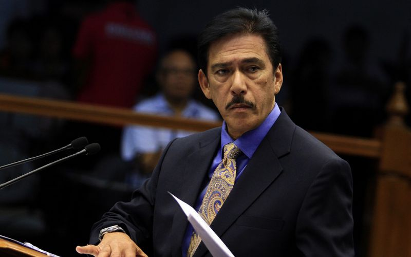 Sen. Vicente Sotto III blasted a blog site for calling him and six other colleagues names following their alleged refusal to sign a Senate resolution condemning the killing of minors. The STAR/File photo