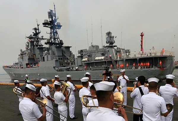 Ang isa sa tatlong Russian warships na dumaong sa Pier 15, South Harbor sa Maynila nitong nagdaang Martes. (Kuha ni Edd Gumban)
