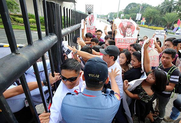 Ilang mga militanteng grupo na nagtangkang lumapit sa gate ng PICC complex ang pinigilan ng mga awtoridad kahapon ilang araw bago ang pagsisimula ng isasagawang summit bukas (Nob. 13). KJ Rosales