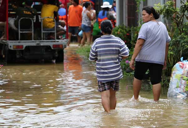 Tuluyang isinailalim sa state of calamity ang Cotabato City sa Maguindanao sa dumaraming barangay na apektado ng pagbaha dahil sa patuloy na ulan. Umabot na sa 26 barangay ang binaha kung saan naapektuhan ang 20, 000 pamilya na nasa evacuation centers at kanikanilang kamag-anak. Apektado na rin ang mga pananim, palaisdaan at mga alagang hayop. Rhoderick Beñez