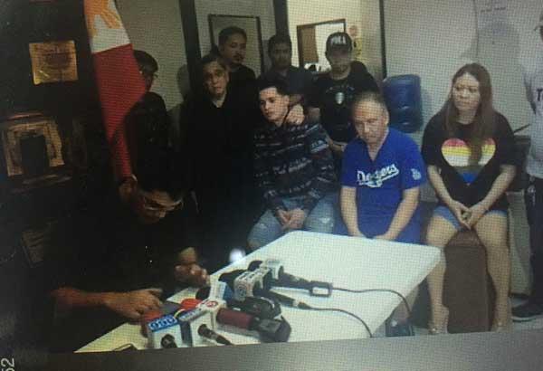 Ang aktor na si Cogie Domingo kasama ang dalawang iba pa matapos na madakip ng PDEA sa isinagawang drug operation sa Parañaque City.