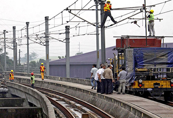 The maintenance service provider of Metro Rail Transit 3, the rail line along Edsa, takes two months to replace a broken light bulb, Rep. Jericho Nograles of party-list group Puwersa ng Bayaning Atleta (PBA) said yesterday. File