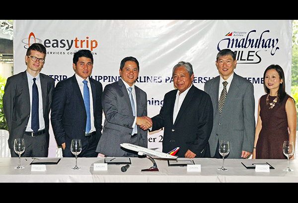 PAL, EASYTRIP INK PARTNERSHIP: Philippine Airlies and Easytrip Services Corp. signed a partnership allowing Easytrip subscribers to earn Mabuhay Miles each time they pay toll. Photo shows PAL president and chief operating officer Jaime Bautista (fourth from left) shaking hands with ESC president and chief executive officer Eugene Antonio after the signing of the partnership at the Peninsula Hotel Manila. Also in photo are the top executives of ESC and PAL witnessing the signing of the partnership.
