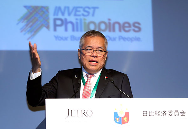 Trade Secretary Ramon Lopez said yesterday cutting down non-tariff measures and barriers across the 10-member ASEAN will be on the agenda of the economic ministers for this year's ASEAN summit. AP/Eugene Hoshiko, File