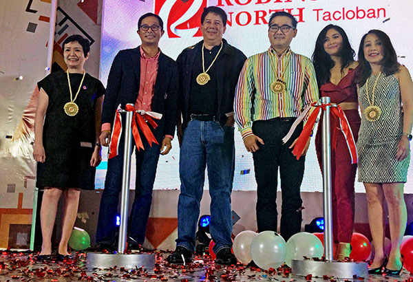 Gracing the opening of Robinsons North Tacloban are (from left): Robinsons Retail Holdings Inc. president Robina Gokongwei-Pe, Tacloban City Vice Mayor Jerry 'Sambo' Yaokasin; former Tacloban City mayor Alfred Romualdez; Robinsons Land president Frederick Go; Robinsons Land ambassadress Maja Salvador; and Robinsons Land – Commercial Centers Division senior vice president and general manager Arlene Magtibay.