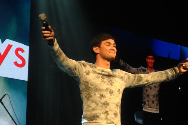 "Matteo Guidicelli sings Sarah Geronimo's song ""Kilometro"" during his ""Dreamboys"" concert with JC De Vera and Daniel Matsunaga on Saturday, July 11. Philstar.com/ Joyce Jimenez"