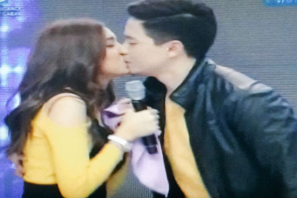 Alden richards kisses maine mendoza on the lips for The alden