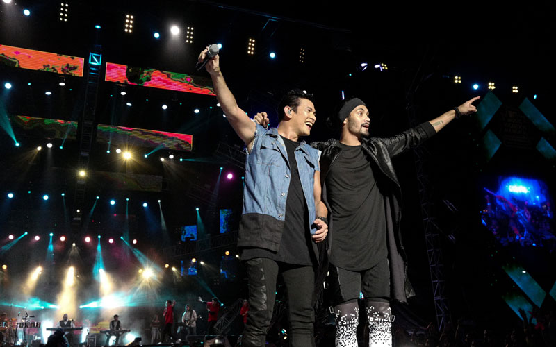 Father and son Gary Valenciano and Gabriel Valenciano tirelessly performed despite then heavy rain at the MTV Music Evolution concert. MTV Asia/Kristian Dowling