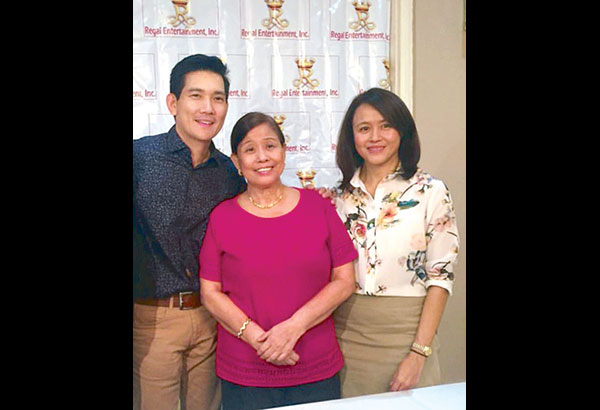 Richard Yap during the signing of contract with Regal Matriarch Mother Lily Monteverde and her daughter Roselle Monteverde
