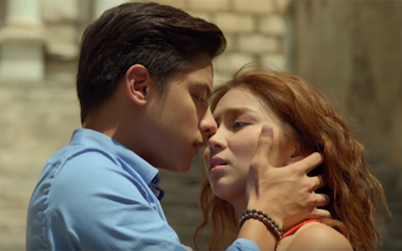 """Kathryn Bernardo and Daniel Padilla give life to Mia and Ely who would start their lives again in Spain in the film """"Barcelona: A Love Untold.""""Star Cinema/YouTube, screenshot"""