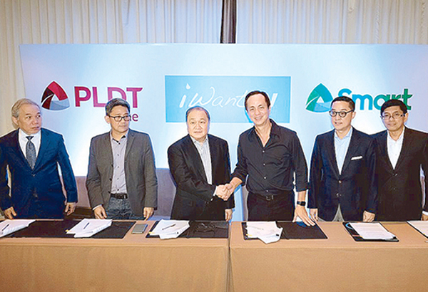PLDT and Smart chair Manny V. Pangilinan and ABS-CBN chair Eugenio 'Gabby' Lopez III (third and fourth from left, respectively) lead the groundbreaking partnership of PLDT Home, Smart and ABS-CBN for iWant TV with (from left) lawyer Ray Espinosa, PLDT head of regulatory affairs; Ariel Fermin, EVP and head of Consumer Business for PLDT and Smart; Carlo Katigbak, ABS-CBN president and CEO; and Rolando Valdueza, ABS-CBN Group CFO