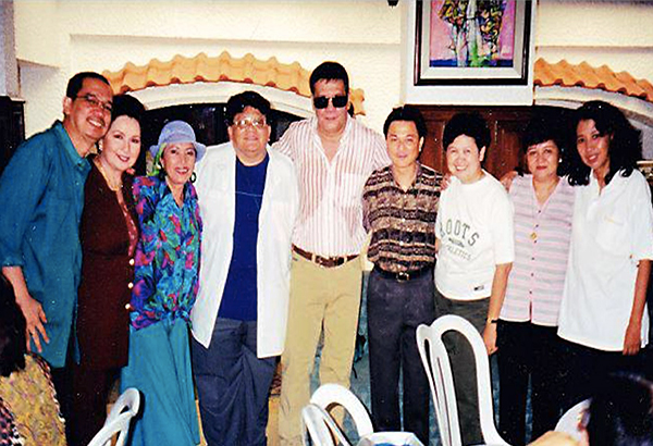 In the company of Da King FPJ: Bibsy M. Carballo (rightmost) during a showbiz gathering years ago with (from left) Nestor Cuartero, Susan Roces, Jo San Diego, Ronald Constantino, your Funfarer, Baby K. Jimenez and Pempe Rodrigo. – PHOTO FROM BKJ's COLLECTION