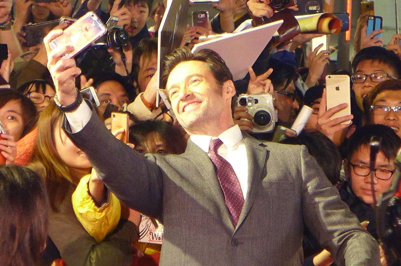 "Australian actor Hugh Jackman takes selfies with Taipei fans for the Twentieth Century Fox release of ""Logan."" Philstar.com/Scott Garceau"