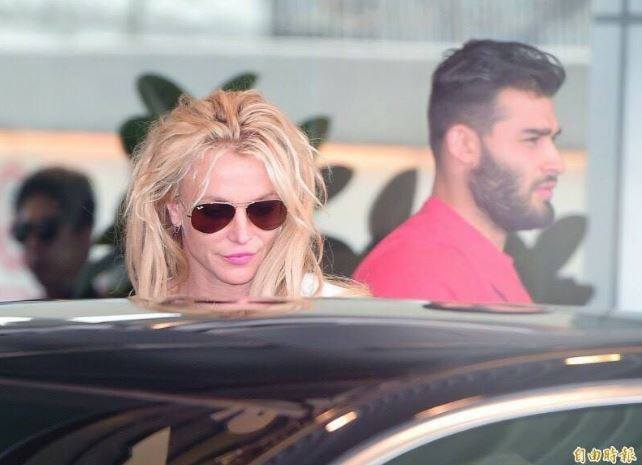 Britney Spears arrives in Manila