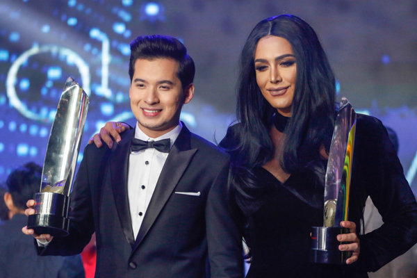 "Paolo Ballesteros (right) and Christian Bables of ""Die Beautiful"" won as Best Actor and Best Supporting Actor respectively at the 40th Gawad Urian held in ABS-CBN Thursday night. Philstar.com/Efigenio Christopher Toledo IV"