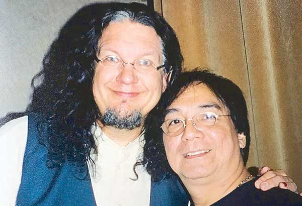 One of the reasons why I love Las Vegas is because I love watching magic shows especially acts which combine comedy with magic. That's me with Penn Jillette of Penn & Teller in 2003!