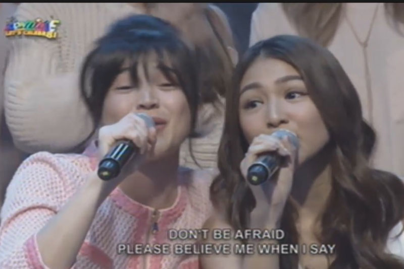 "A scene from ""It's Showtime"" showing hosts Anne Curtis and Nadine Lustre, screenshot by Twitter fan @kaylie."