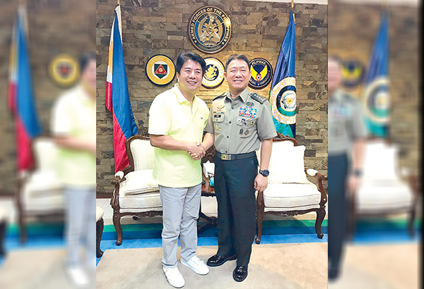 Wowowin host-producer Willie Revillame with AFP Chief of Staff Gen. Eduardo Año who appears as guest on the show with 800 soldiers who fought terrorists in Marawi.