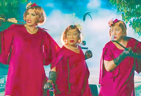 The three 'grandmas' in the Mark Reyes film. Horror and comic moments in equal doses.