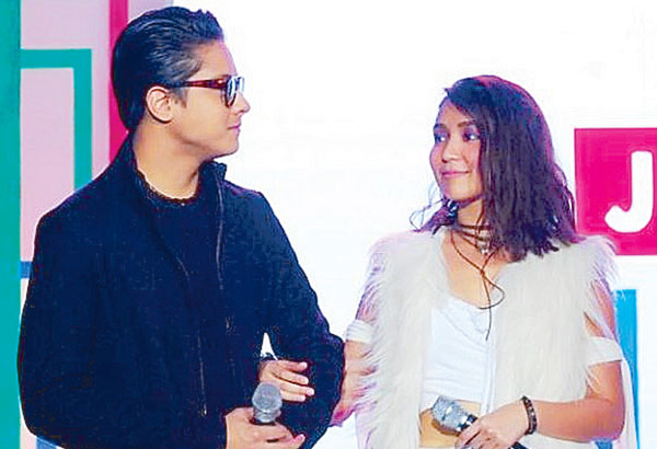 Daniel Padilla and Kathryn Bernardo greet the audience a Merry Christmas
