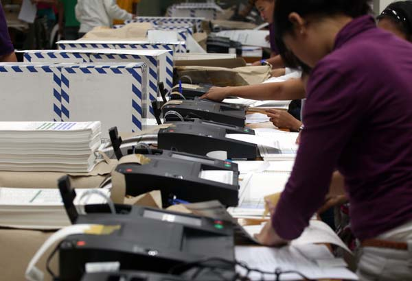 Glitches in the vote-counting machines have been reported during a testing held earlier this week. Philstar.com, file
