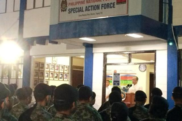 President Aquino meets with Special Action Force members at Camp