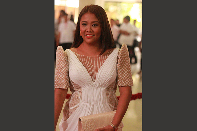 Filipiniana outfit nancy binay sticks with old designer for sona 2015