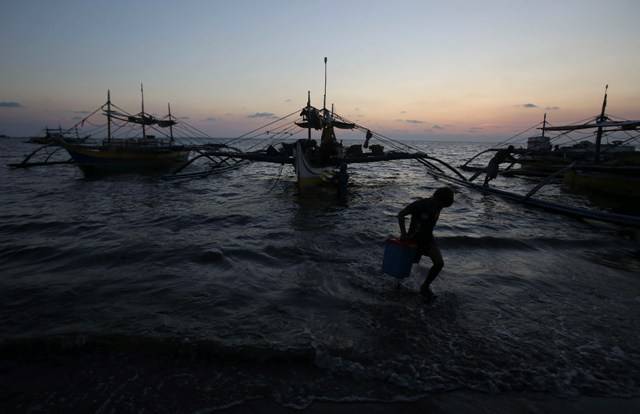 The fishermen arrived at past noon yesterday in San Fernando City, La Union and were taken to a hospital for checkup. Philstar.com/File