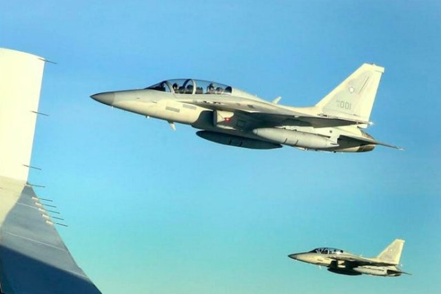 """The two newly acquiredFA-50PH """"Fighting Eagle"""" light-interim fighter aircraft of the Philippine Air Force will conduct a high-opener pass during the 30th anniversary of theEDSA People Power Revolution on Thursday.Malacañang Photo Bureau"""