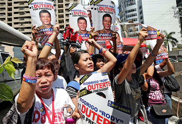 Duterte supporters gathered outside the Bank of the Philippine Islands Julia Vargas branch in Pasig City yesterday. BOY SANTOS