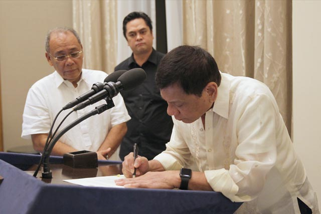 Presidential Communications Operations Office Secretary Martin Andanar yesterday said the ceremonial signing of the budget and the tax reform measure would be held at 2 p.m. in Malacañang Palace. Presidential Photographers Division/Karl Alonzo, File