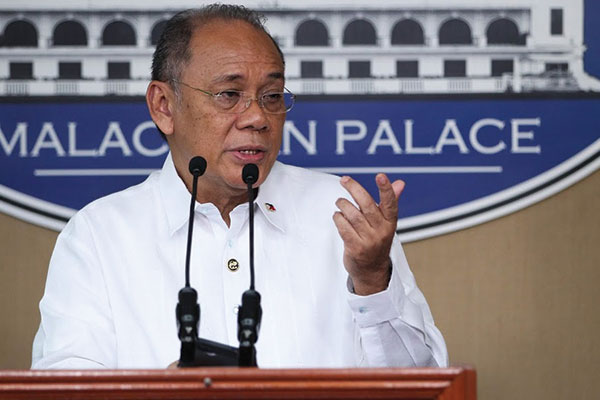 Presidential spokesperson Ernesto Abella said the Palace appreciates the SC's response to President Duterte's expressing alarm over reports that some judges in the lower courts could be bribed into issuing TROs in favor of losing bidders of government projects. Presidential Photographers Division/Ace Morandante