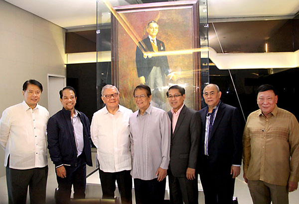 QUEZON IS HOME: The unveiling of former president Manuel L. Quezon's original portrait by national artist Fernando Amorsolo was the highlight during MLQU's Quezon Day celebration on Aug. 19. Photo shows (from left) former trade secretary Peter Favila, New San Jose Builders chairman Jose Acuzar, Quezon City Rep. Feliciano Belmonte Jr., former senator Wigberto Tañada, CHED executive director Julito Vitriolo, MLQU president Isagani Germar and PRC chairman Eduardo Ong.