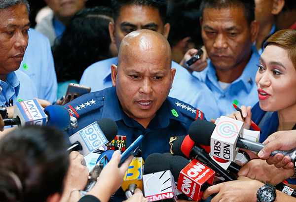 Philippine National Police (PNP) chief Director General Ronald dela Rosa yesterday apologized for his statements calling on addicts to burn down the houses of suspected drug lords. AP Photo/Bullit Marquez