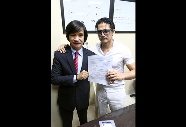 Photo taken May 12, 2016 shows actor Robin Padilla with his lawyer Rudolf Jurado during the filing of an online defamation complaint against a Twitter user for online bashing.  MIGUEL DE GUZMAN