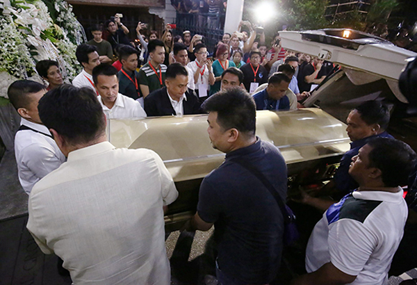 The coffin carrying the remains of former senator Miriam Defensor- Santiago arrives at the Immaculate Concepcion Cathedral in Cubao, Quezon City last night. MIGUEL DE GUZMAN