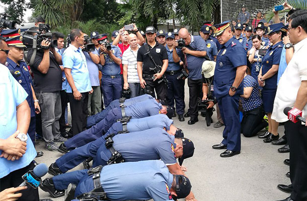Dela Rosa could not contain his disappointment while cursing low ranking officials of Angeles City Police Office at Camp Tomas Pepito in Barangay Sto. Domingo. STAR/Emmanuel Tupas