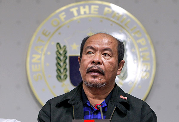 Retired police officer Arthur Lascañas speaks during a press conference at the Senate yesterday, confessing to a litany of brutal crimes allegedly ordered by President Duterte. GEREMY PINTOLO