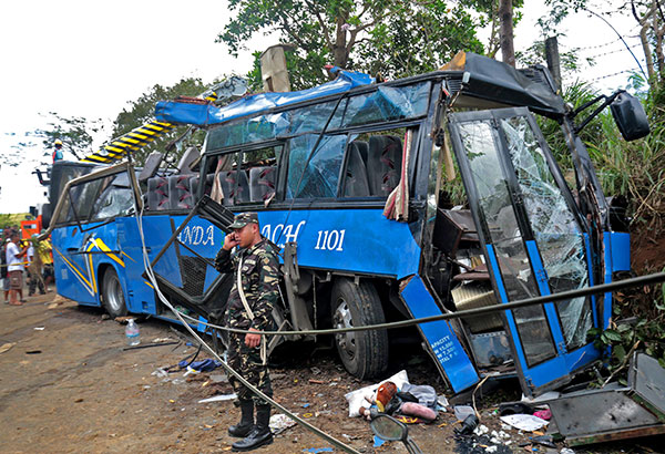 The Department of Education (DepEd) has stopped public elementary and high schools from sending their students on field trips following the bus accident last Monday in Tanay, Rizal that killed 15 people and injured 40 students of BestLink College of the Philippines. MICHAEL VARCAS