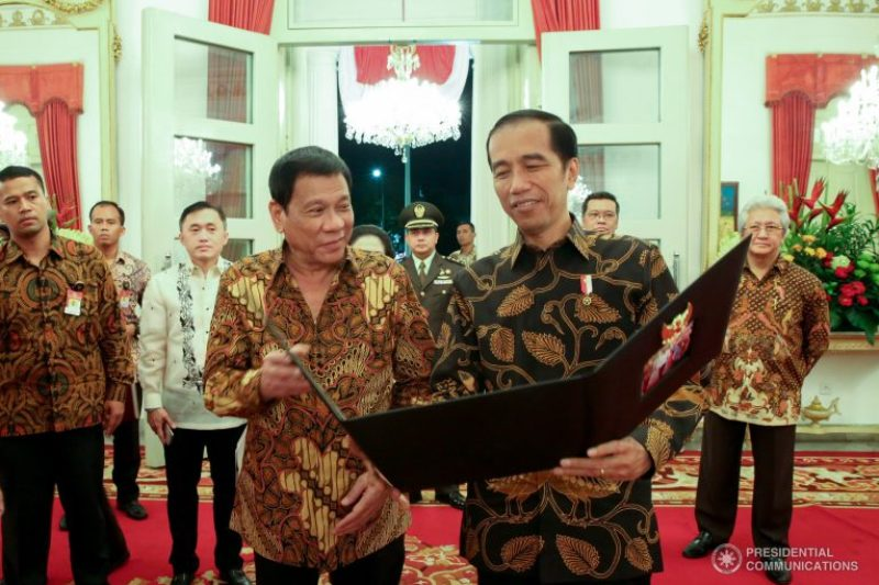 In this Sept. 9, 2016 photo,President Rodrigo Duterte shares a light moment with Indonesian President Joko Widodo during a state banquet.PPD/King Rodriguez