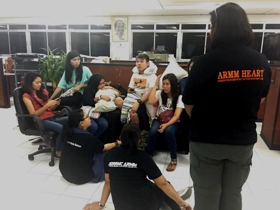 The non-Muslim students trapped for three days in university dormitory in Marawi City were reunited with their familiesFridaynight. Philstar.com/John Unson