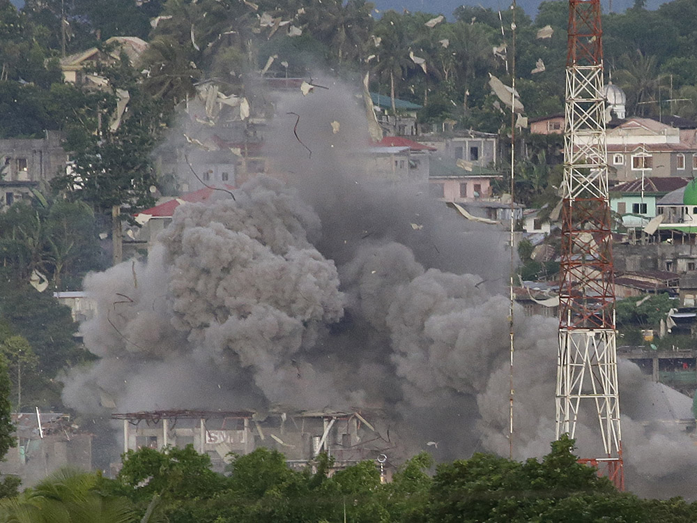 Islamists kill 13 Philippine marines in Marawi city