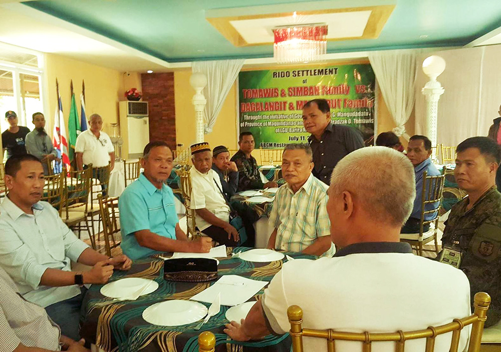 """Leaders of the rival ethnic Iranun clans met in Buluan townTuesdayand agreed to end their decades-old """"rido"""" through the intercession of the Maguindanao provincialgovernment. Philstar.com/John Unson"""
