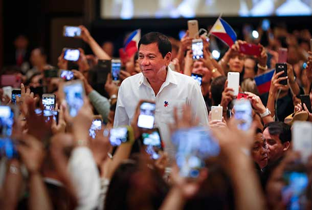 Filipino president says will never visit 'lousy America'