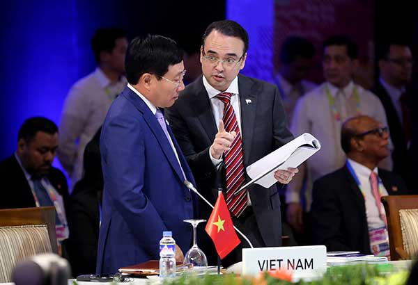English-fluent new Foreign Minister Kono makes global  debut at ASEAN gathering