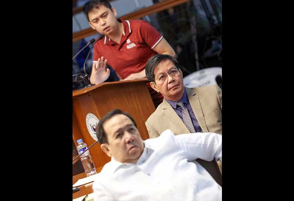Mark Taguba (standing) details alleged anomalies at the Bureau of Customs as Senators Richard Gordon and Panfilo Lacson look on at the Senate yesterday. GEREMY PINTOLO